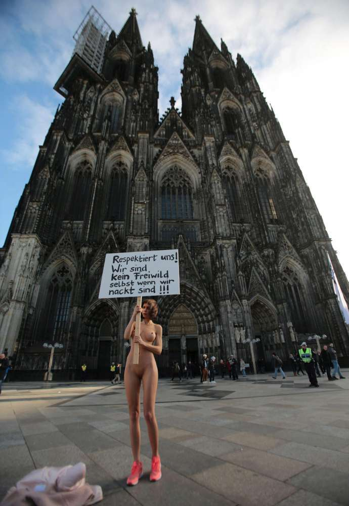 Artist-performs-naked-protest-in-Cologne-over-sex-attacks-1