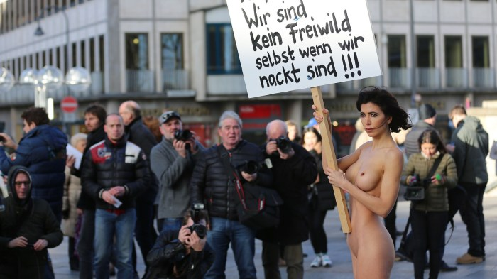 Artist-performs-naked-protest-in-Cologne-over-sex-attacks-2