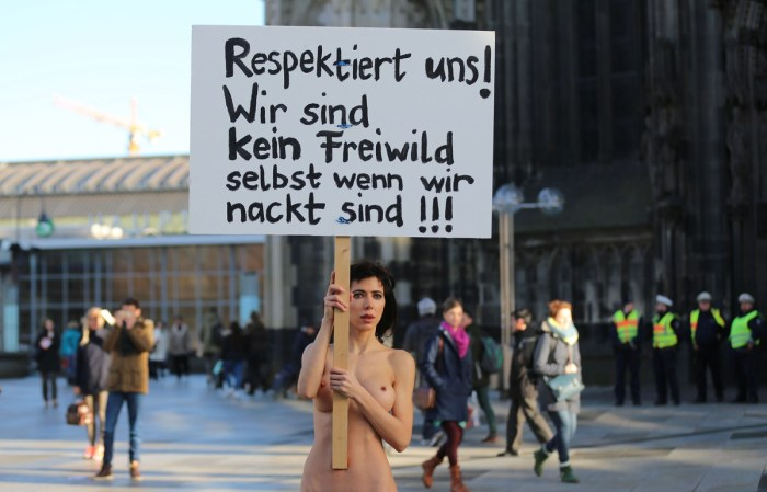 Artist-performs-naked-protest-in-Cologne-over-sex-attacks-3